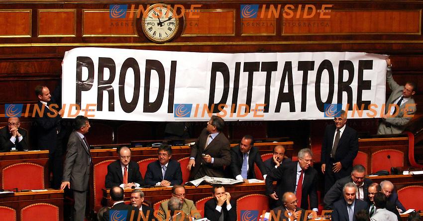 Roma 27-07-2006 Senato,ordine del giornao:Disposizioni per la partecipazione italiana alle missioni internazionali.<br /> Nei banchi del centro destra viene alzato uno striscione con la scritta:Prodi Dittatore<br /> Photo Serena Cremaschi Insidefoto