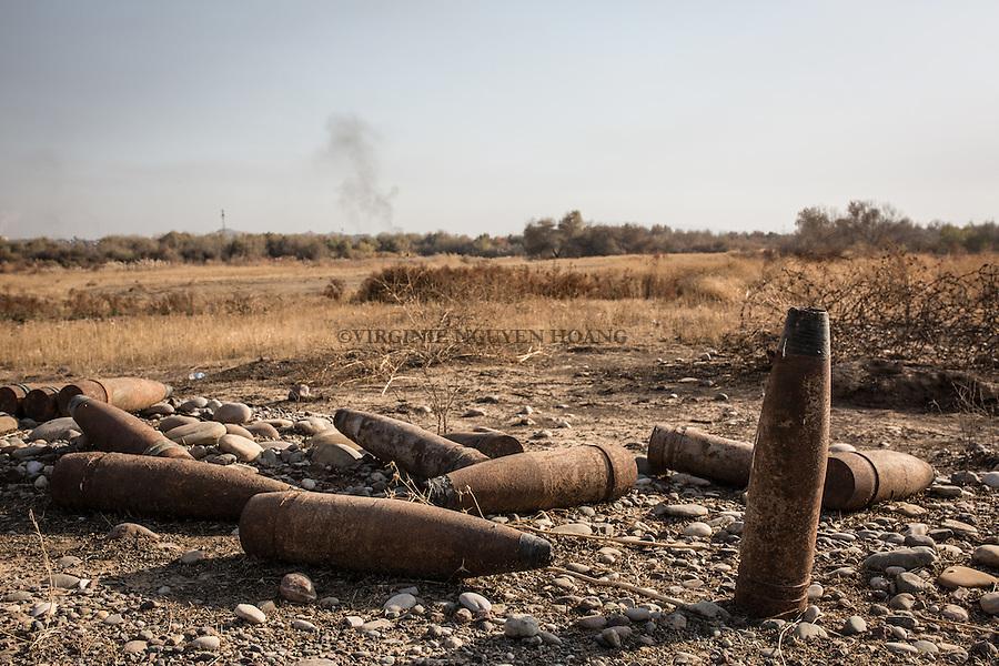 IRAK, Khanash: shell in a mine field of the village of Khanash, not far from Makhmour, the 9th December 2016. <br /> <br /> IRAK, Khanash: Obus dans un champ min&eacute; du village de Khanash, non loin de Makhmour, le 9 d&eacute;cembre 2016.