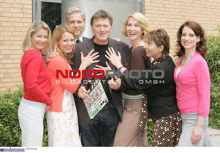 Foto-Call zur ZDF-Serie &quot;GirlFriends&quot;, 7. Staffel<br /> <br /> Am Motiv  &quot;Townhouse&quot;:<br /> Philipp Brenninkmeyer (Christian Dolbien)<br /> Franziska Stavjanik (Iris Sanderg)<br /> Manon Strachť (Elfie Gerdes)<br /> Jana Kozewa (Sonja Borucka)<br />  Stefanie HŲner (Britt Schmitt)<br /> Christina Rainer (Corinna Behrendt).<br /> <br /> Foto &copy; nordphoto / Sarbach<br />  *** Local Caption *** Foto ist honorarpflichtig! zzgl. gesetzl. MwSt.<br />  Belegexemplar erforderlich<br /> Adresse: nordphoto<br /> Georg-Reinke-Strasse 1<br /> 49377 Vechta