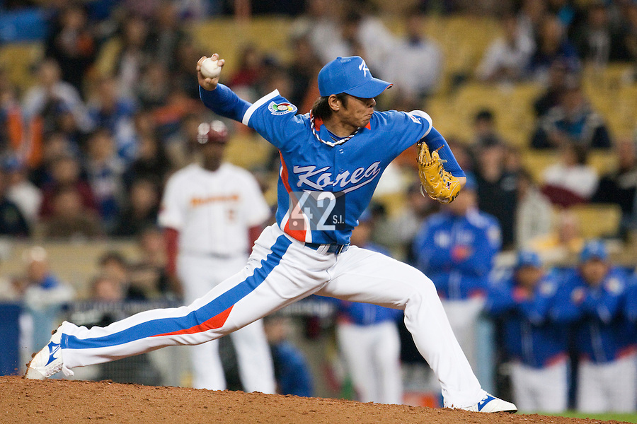 21 March 2009: #12 Chang Yong Lim of Korea pitches against Venezuela during the 2009 World Baseball Classic semifinal game at Dodger Stadium in Los Angeles, California, USA. Korea wins 10-2 over Venezuela.