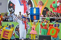 SÃO PAULO, SP, 01 DE MAIO DE 2013 - 1º DE MAIO UNIFICADO - DIA DO TRABALHO: Show dos palhaços Patati e Patatá durante festa do 1º de Maio Unificado, organizado pelas centrais sindicais Força Sindical, CTB, UGT e Nova Central para comemorar o Dia do Trabalhador na manhã desta quarta feira (01) na Praça Campo de Bagatelle, em Santana, Zona Norte da Capital. FOTO: LEVI BIANCO - BRAZIL PHOTO PRESS