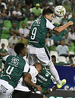 PALMIRA - COLOMBIA, 21-08-2019: Juan Ignacio Dinenno del Cali disputa el balón con Alexis Henriquez de Nacional durante partido entre Deportivo Cali y Atlético Nacional por la fecha 7 de la Liga Águila II 2019 jugado en el estadio Deportivo Cali de la ciudad de Palmira. / Juan Ignacio Dinenno of Cali vies for the ball with Alexis Henriquez of Nacional during match between Deportivo Cali and Atletico Nacional for the date 7 as part Aguila League II 2019 played at Deportivo Cali stadium in Palmira city. Photo: VizzorImage / Gabriel Aponte / Staff