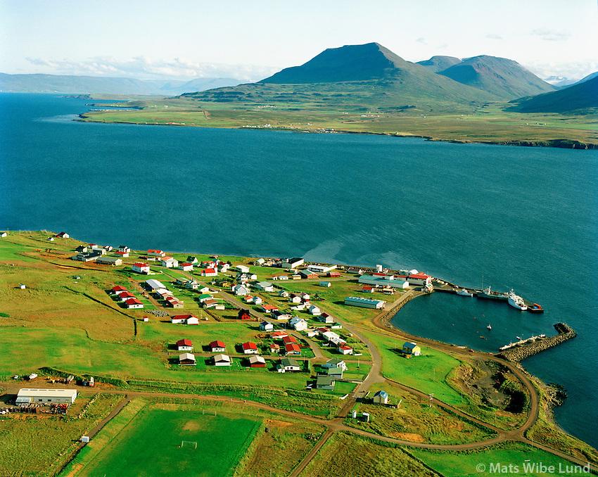 Hrísey séð til suðurs, Akureyrarkaupstaður. Árskógssandur í bakgrunni. /  Hrisey viewing south, Akureyrarkaupstadur. Arskogssandur in background.