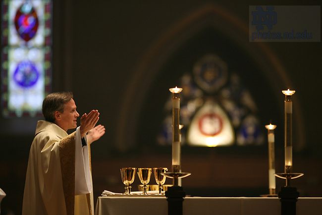 Fr. Jenkins celebrates Mass during the Spirit Campaign kickoff.