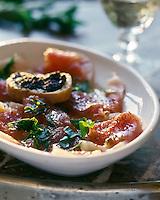 Gastronomie Générale/ Carpaccio de thon rouge et croutons de tapenade