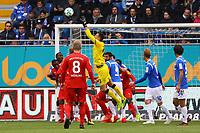 Torwart Joel Mall (SV Darmstadt 98) haelt - 28.10.2017: SV Darmstadt 98 vs. Holstein Kiel, Stadion am Boellenfalltor, 2. Bundesliga