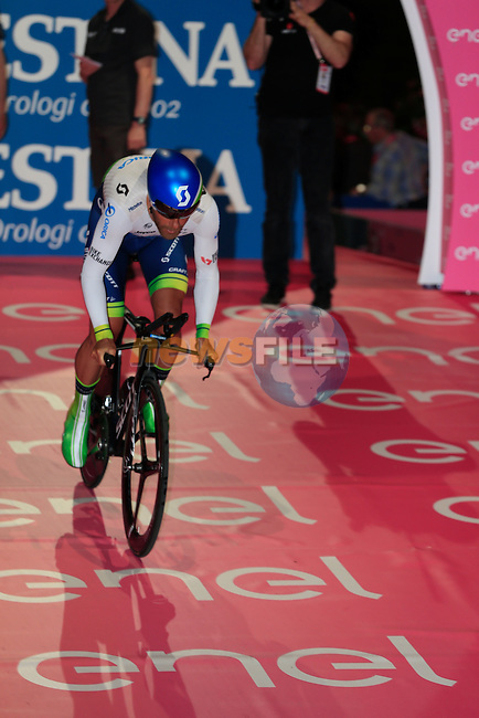 Svein Tuft (CAN) Orica GreenEdge powers off the start ramp of Stage 1 of the 2016 Giro d'Italia, an individual time trial of 9.8km around Apeldoorn, The Nethrerlands. 6th May 2016.<br /> Picture: Eoin Clarke | Newsfile<br /> <br /> <br /> All photos usage must carry mandatory copyright credit (&copy; Newsfile | Eoin Clarke)