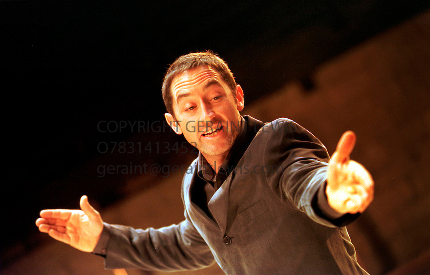 ROBERT KAVANAGH INJULIUS CAESAR OPENS AT THE YOUNG VIC THEATRE ON 21/9/00  PIC GERAINT LEWIS
