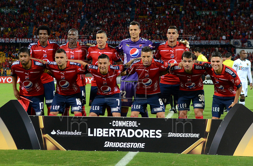 MEDELLIN - COLOMBIA: 20 - 04 - 2017: Los Jugadores de Deportivo Independiente Medellin, posan para una foto, durante partido de la fase de grupos, grupo 3, fecha 3 entre Deportivo Independiente Medellin de Colombia y Melgar de Peru por la Copa Conmebol Libertadores Bridgestone 2017 en el Estadio Atanasio Girardot, de la ciudad de Medellin. / The players Deportivo Independiente Medellin, pose for a photo during a match for the group stage, group 3 of the date 3, between Deportivo Independiente Medellin of Colombia and Melgar of Peru for the Conmebol Libertadores Bridgestone Cup 2017, at the Atanasio Girardot, Stadium, in Medellin city. Photos: VizzorImage / Leon Monsalve / Cont.