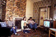 August 1981. Newcastle area, England. Francis and Kim Moran posing with their children in their home in Consett. Francis used to work as a carpenter in the construction business but was laid off from his job.