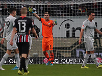 Torwart Lukas Hradecky (Bayer Leverkusen) regt sich auf - 18.10.2019: Eintracht Frankfurt vs. Bayer 04 Leverkusen, Commerzbank Arena, <br /> DISCLAIMER: DFL regulations prohibit any use of photographs as image sequences and/or quasi-video.