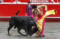 """MANIZALES - COLOMBIA. 04-01-2016: Leonardo Campos """"El Choni"""", durante la primera corrida, novillada, como parte de la versión número 60 de La Feria de Manizales 2016 que se lleva a cabo entre el 2 y el 10 de enero de 2016 en la ciudad de Manizales, Colombia. /  Leonardo Campos """"El Choni"""", during the first bullfight, as part of the 60th version of Manizales Fair 2016 takes place between 2 and 10 January 2016 in the city of Manizales, Colombia. Photo: VizzorImage / Santiago Osorio / Cont"""