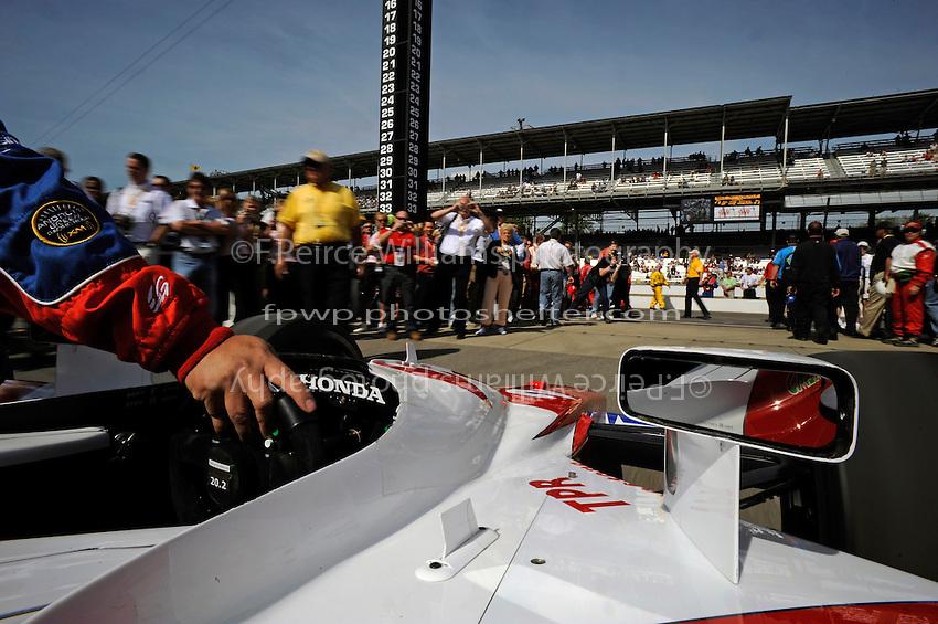25 May 2008, Indianapolis,Indiana USA.Hideki Mutoh's Formula Dream Andretti Green Racing Honda/Dallara #27 is rolled onto the grid..©2008 F.Peirce Williams USA.