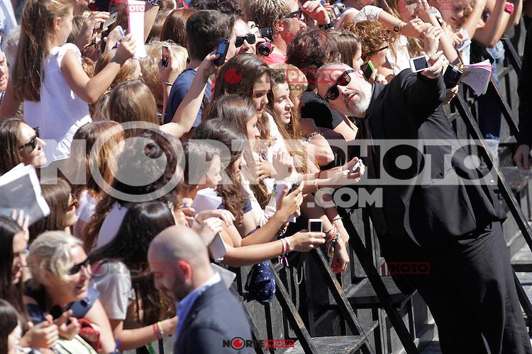"Director Alex de la Iglesia signs autographs and posses during the presentation of ""Las brujas de Zugarramurdi"" in the 61 San Sebastian Film Festival, in San Sebastian, Spain. September 22, 2013. (ALTERPHOTOS/Victor Blanco) /NortePhoto"