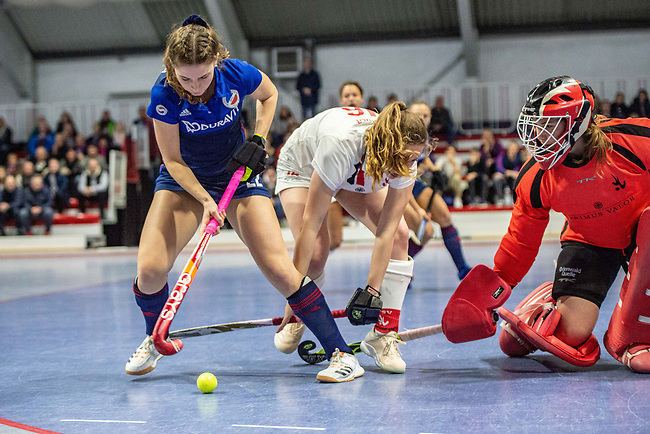 Mannheim, Germany, January 03: During the 1. Bundesliga women indoor hockey match between TSV Mannheim and Mannheimer HC on January 3, 2020 at Primus-Valor Arena in Mannheim, Germany. Final score 4-4. (Photo by Dirk Markgraf / www.265-images.com) *** Merle Knobloch #22 of Mannheimer HC