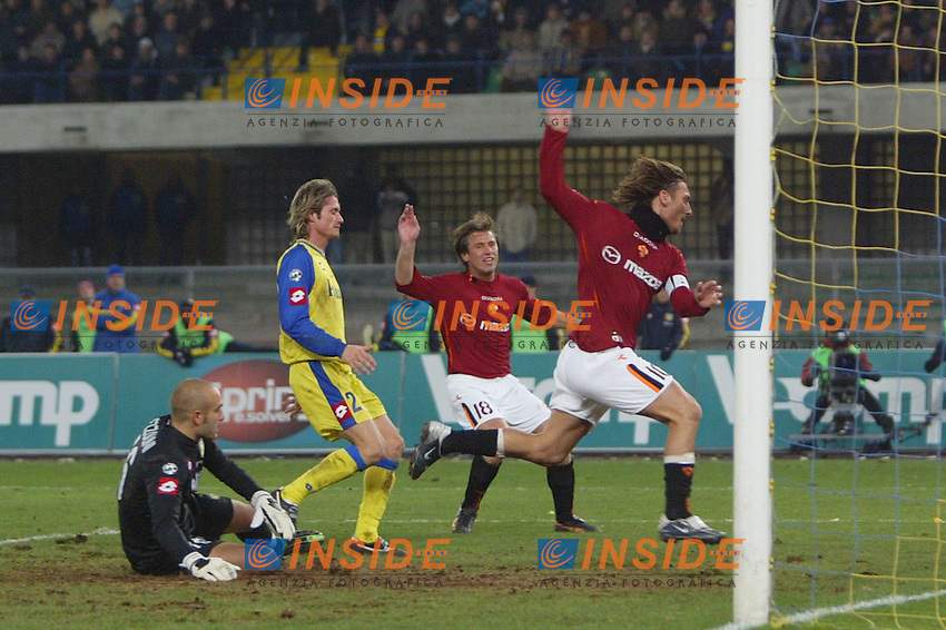 Verona 7 dicembre 2003 <br /> Chievo Roma 0-3<br /> il gol del vantaggio della Roma di Francesco Totti (Roma)<br /> Foto Andrea Staccioli Insidefoto