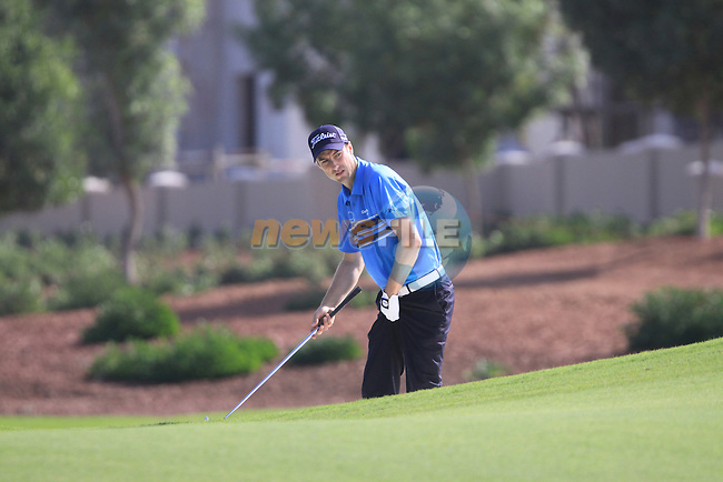 Ross Fisher lines up his 2nd shot from edge of a fairway bunker on the 8th hole during  Day 2 at the Dubai World Championship Golf in Jumeirah, Earth Course, Golf Estates, Dubai  UAE, 20th November 2009 (Photo by Eoin Clarke/GOLFFILE)