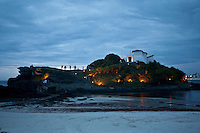Cao Frio_RJ, Brasil...Turistas no Forte Sao Mateus ao anoitecer...Touists in the Fort Sao Mateus in the nightfall...Foto: JOAO MARCOS ROSA / NITRO..