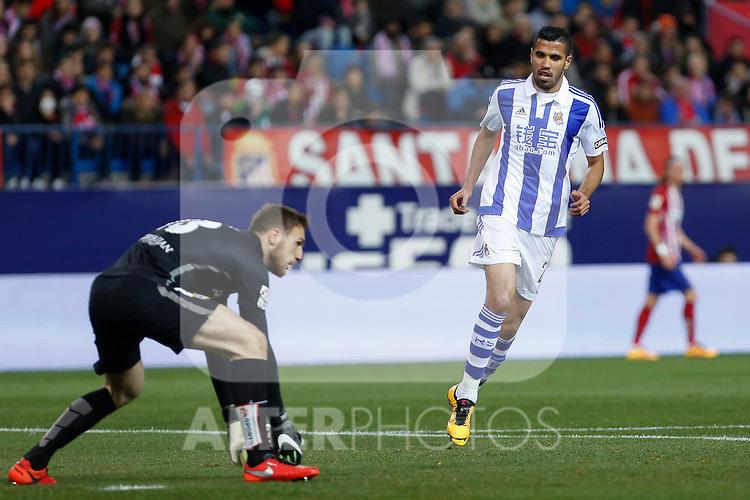 Atletico de Madrid´s Oblak and Real Sociedad´s Jonathas de Jesus during 2015-16 La Liga match between Atletico de Madrid and Real Sociedad at Vicente Calderon stadium in Madrid, Spain. March 01, 2016. (ALTERPHOTOS/Victor Blanco)