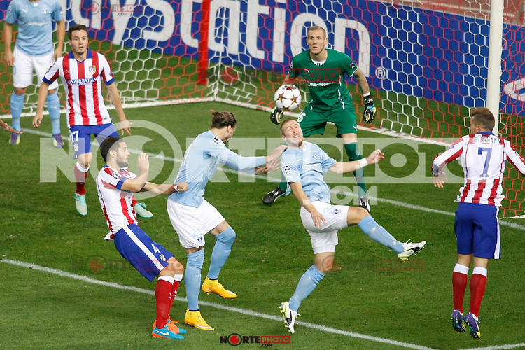 Atletico de Madrid´s Javier Manquillo, Mario Suarez and Griezmann and Malmo´s Forsberg and Olsen during Champions League soccer match between Atletico de Madrid and Malmo at Vicente Calderon stadium in Madrid, Spain. October 22, 2014. (ALTERPHOTOS/Victor Blanco)