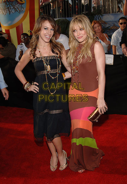 HAYLIE DUFF & HILARY DUFF.Arrivals at the 2005 MTV Movie Awards .held at the Shrine Auditorium, Los Angeles, .California, USA,4th June 2005..full length sisters family.Ref: ADM.www.capitalpictures.com.sales@capitalpictures.com.©Jacqui Wong/AdMedia/Capital Pictures.