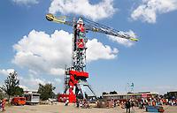 Nederland Amsterdam  2015 06 10. Een oude kraan opp de NDSM werf is omgebouwd tot hotel . Het Feralda Kraanhotel is ontworpen door IAA  Architecten
