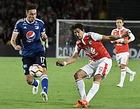 BOGOTÁ - COLOMBIA, 18-09-2018: Jose Sanchez (Der) jugador de Independiente Santa Fe disputa el balón con Henry Rojas Delgado (Izq) jugador de Millonarios durante partido de ida por los octavos de final de la Copa CONMEBOL Sudamericana 2018 jugado en el estadio Nemesio Camacho El Campín de la ciudad de Bogotá. / Jose Sanchez (R) player of Independiente Santa Fe vies for the ball with Henry Rojas Delgado (L) player of Millonarios during first leg match for the eight finals of CONMEBOL Sudamericana 2018 cup played at Nemesio Camacho El Campin stadium in Bogotá city.  Photo: VizzorImage / Gabriel Aponte / Staff
