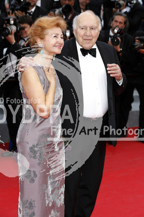 (News-Item): On this fourth day of the Cannes Film Festival, stars came out in great force for the opening of the competing film 'Saint Laurent'. Among the stars we saw Eva Longoria, Sofia Coppola, Salma Hayek, Michel Piccoli, Helmut Berger, Frederique Bell, Isabel Fontana, Lucd besson, Nicola Winding, designer Jean Paul Gautier, Julie Gayet, Lisa Azuelos, Lea Seydoux and others. Cannes, France - May 17th 2014