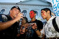 De acordo com a policia militar, cerca de 10.000 manifestantes participaram dos atos de protesto contra a corrupção, transporte em Belém e melhoria de vida. A passeata, que iniciou na praça de Nazaré, percorreu a cidade até a a sede da prefeitura onde ocorreram conflitos  entre policiais militares, guarda municipal e manifestantes que jogaram pedras no prédio público e penduraram faixas e cartazes. Um guarda municipal foi ferido com uma pedra jogada por manifestantes que receberam balas de borracha e bombas de gás lacrimogênio.<br /> Belém, Pará, BRasil<br /> Foto Paulo Santos<br /> 20/06/2013