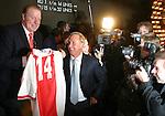 Rotterdam, 29 january 2004<br /> International Film Festival IFFR<br /> Johan Cruijff op de premiere van En Un Momento Dado (regie Ramon Gieling); links oud ajaxdoelman Heinz Stuy met een Ajaxvoetbalshirt nummer 14.<br /> Johan Cruijff at the premiere of En Un Momento Dado (directed by Ramon Gieling). To the left is Heinz Stuy, Ajax goalkeeper in the 70's, who presents Cruijff a Ajaxshirt with the famous number 14.<br /> Photo by Felix Kalkman<br /> Photo copyright Felix Kalkman