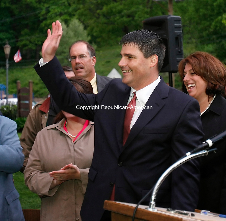 NAUGATUCK, CT 05/18/09- 051809BZ02- Naugatuck Mayor Bob Mezzo (D) waves to the crowd after being sworn in to office during a ceremony on the green in Naugatuck Monday night.<br /> Jamison C. Bazinet Republican-American