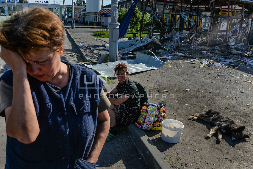 Citizens of Slovyansk near a building recentlly destroyed during an assault of Ukrainian Army on Slovyansk