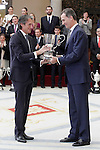 King Felipe VI of Spain delivers Copa Stadium to Inigo de la Serna, Mayor of Santader for the Spanish local entity has more Highlights during the year for its initiatives to promote sport, whether in the promotion and organization of activities, whether in the provision of sports facilities to the City of Santander. November 17, 2015. (ALTERPHOTOS/Acero)