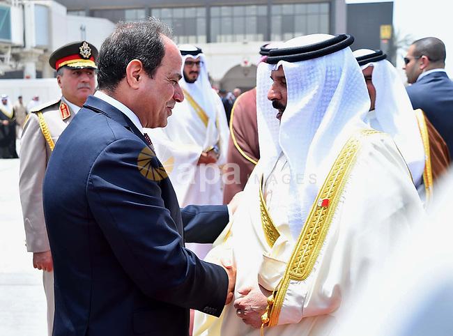 Egyptian President Abdel Fattah al-Sisi shakes hands Bahrain's King Hamad bin Isa Al Khalifa before he leaves Bahrain on May 09, 2017. Photo by Egyptian President Office