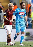 Calcio, Serie A: Roma vs Napoli. Roma, stadio Olimpico, 25 aprile 2016.<br /> Roma&rsquo;s Radja Nainggolan, left, greets Napoli&rsquo;s Gonzalo Higuain at the end of the Italian Serie A football match between Roma and Napoli at Rome's Olympic stadium, 25 April 2016. Roma won 1-0.<br /> UPDATE IMAGES PRESS/Riccardo De Luca