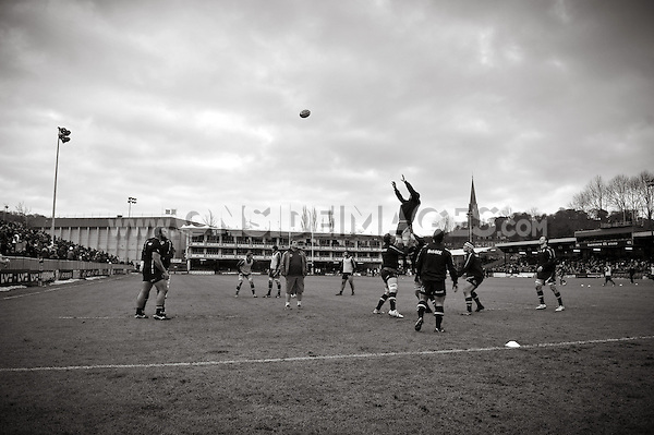 Bath forwards practise the lineout during the pre-match warm-up. LV= Cup match, between Bath Rugby and Exeter Chiefs on January 26, 2013 at the Recreation Ground in Bath, England. Photo by: Patrick Khachfe / Onside Images