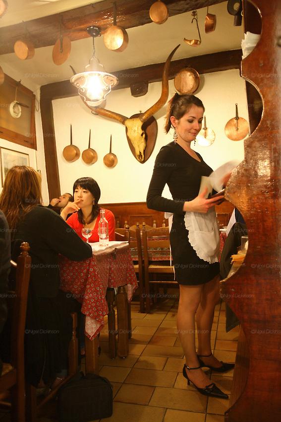 acchiardo restaurant  stephanie la serveuse  nice and cote