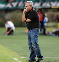 MEDELLêN -COLOMBIA-09-11-2013. Director tecnico del Cucuta.Accion de juego entre los equipos Atletico Nacional y el Cucuta Deportivo durante partido de la 18 fecha del la Liga Postob—n 2013-1 realizado en el estadio Atanasio Girardot de Medell'n./ Coach of Cucuta, Action game between teams Atletico Nacional and Deportivo Cucuta during the 18th game of the League Postob—n date 2013-1 made ??in the Atanasio Girardot stadium in Medellin.Photo:VizzorImage / Luis Rios / Stringer