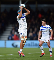 Zach Mercer of Bath Rugby claims the ball in the air. Gallagher Premiership match, between Worcester Warriors and Bath Rugby on January 5, 2019 at Sixways Stadium in Worcester, England. Photo by: Patrick Khachfe / Onside Images