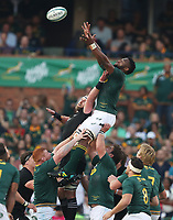 PRETORIA, SOUTH AFRICA - OCTOBER 06: Siya Kolisi (captain) of South Africa out jumps Kieran Read (captain) of the New Zealand (All Blacks) during the Rugby Championship match between South Africa Springboks and New Zealand All Blacks at Loftus Versfeld Stadium. on October 6, 2018 in Pretoria, South Africa. Photo: Steve Haag / stevehaagsports.com