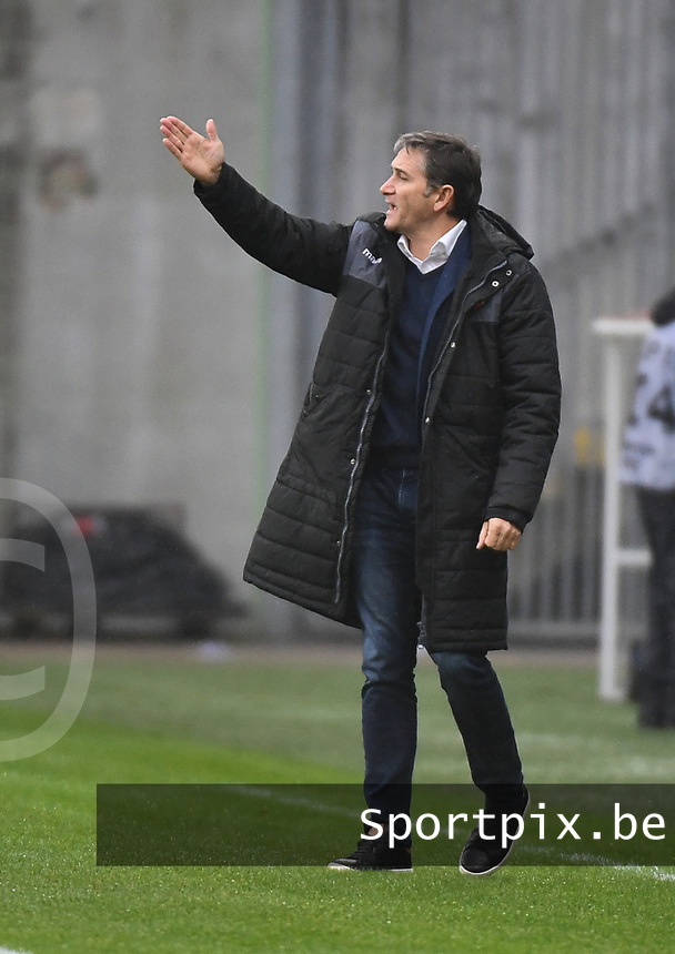 20181124 - LENS , FRANCE : Lens' coach Philippe Montanier pictured during the soccer match between Racing Club de LENS and Grenoble Foot 38, on the 15th  matchday in the French Dominos pizza Ligue 2 at the Stade Bollaert Delelis stadium , Lens . Saturday 24 Novembre 2018 . PHOTO DIRK VUYLSTEKE | SPORTPIX.BE