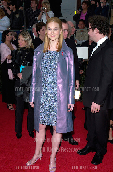 Actress LAURA LINNEY at the 7th Annual Screen Actors Guild Awards in Los Angeles. .11MAR2001.   © Paul Smith/Featureflash