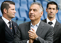 Calcio, Serie A: Roma vs Atalanta. Roma, stadio Olimpico, 7 ottobre 2012..AS Roma president James Pallotta, center, applauds past club's CEO Mark Pannes, left, and marketing manager Christoph Winterling prior to the start of the Italian Serie A football match between AS Roma and Atalanta at Rome's Olympic stadium, 7 october 2012..UPDATE IMAGES PRESS/Riccardo De Luca