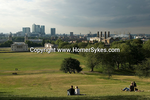 Greenwich Park looking towards Canary Wharf north of the river Thames. Millennium Dome.  2006