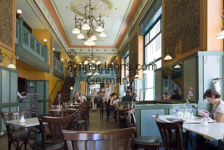 HUN, Ungarn, Budapest, Stadtteil Pest, Zentrum: Kaffeehaus Centrál, innen | HUN, Hungary, Budapest, Pest District, centre: coffee-house Centrál, inside