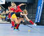 ROTTERDAM  - NK Zaalhockey,   halve finale dames Laren-Den Bosch. Laren wint. Bieke Wijnmaalen (Lar)  met Danique van der Veerdonk (Den Bosch)   COPYRIGHT KOEN SUYK