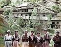 Iraq 1984 <br />  In Dilman, peshmergas posing for a photo in front  the headquarters of general Barzani in summer<br />  Irak 1984 <br />  A Dilman, pres de Haj Omran, peshmergas posant devant la maison d'ete du general Barzani