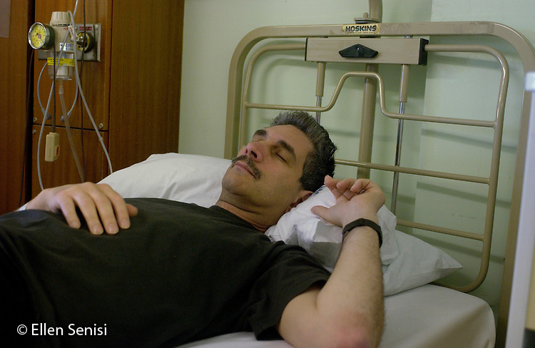 MR / Raigmore Hospital / Inverness, Scotland.Man (49) rests in bed after relapse of herniated disk condition in NHS hospital (National Health Services). .MR: Sen4.©Ellen B. Senisi