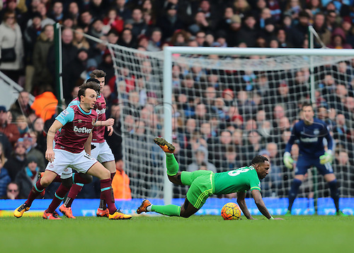 27.02.2016. Boleyn Ground, London, England. Barclays Premier League. West Ham versus Sunderland. Sunderland Forward Jermain Defoe is fouled by West Ham United Captain Mark Noble just outside the West Ham area and awarded a free kick