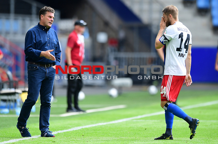 v.l. Trainer Dieter Hecking (HSV), Aaron Hunt<br />Hamburg, 28.06.2020, Fussball 2. Bundesliga, Hamburger SV - SV Sandhausen<br />Foto: Tim Groothuis/Witters/Pool//via nordphoto<br /> DFL REGULATIONS PROHIBIT ANY USE OF PHOTOGRAPHS AS IMAGE SEQUENCES AND OR QUASI VIDEO<br />EDITORIAL USE ONLY<br />NATIONAL AND INTERNATIONAL NEWS AGENCIES OUT